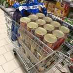 Futterkauf für rumänische Straßenhunde